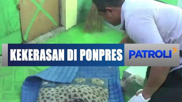 Polisi menggelar rekonstruksi tertutup kasus penganiayaan di pondok pesantren Desa Awang-awang, Mojokerto, Jawa Timur.