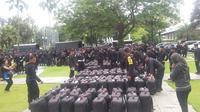 Ratusan personel Brimob dan TNI jaga demonstrasi massa di Balai Kota (Liputan6.com/Delvira)