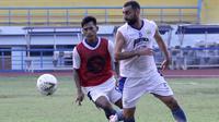 Artur Gevorkyan, pemain asing Persib Bandung. (Bola.com/Erwin Snaz)
