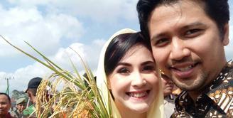 Setiap pasangan suami istri memiliki cara masing-masing dalam menjaga keharmonisannya. Begitu juga dengan pasangan Arumi Bachsin dan Emil Dardak. Lewat unggahan akun Instagramnya, Arumi berbagi cerita. (Instagram/arumi_arumi_94)