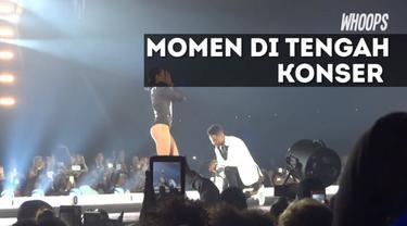 Bahkan sesaat setelah dilamar pun Ashley langsung menari kembali mengiringi Beyonce.