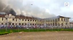 Para napi membakar salah satu ruang tahanan Pusat Progresi Lembaga Pemasyarakatan di kota Bauru, barat laut Sao Paulo, Brasil, Selasa (24/1). Kekacauan terjadi setelah seorang sipir penjara menyita telepon seluler seorang narapidana. (STR/RECORD TV/AFP)