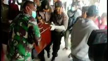 1 Jenazah warga sipil korban pembantaian KKB dievakusi ke Wamena untuk proses identifikasi. Diduga korban adalah karyawan PT Istaka Karya