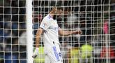 Reaksi pemain Real Madrid Karim Benzema saat melawan Osasuna pada pertandingan La Liga Spanyol di Stadion Santiago Bernabeu, Madrid, Spanyol, 27 Oktober 2021. Pertandingan berakhir 0-0. (AP Photo/Jose Breton)