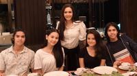 Marsha Aruan-Alyssa Daguise bersama El Rumi, Al Ghazali, dan Maia Estianty. (Instagram/maiaestiantyreal)