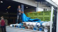 The oxygen cylinders donated by Kagama East Java were distributed to hospitals.  (Dian Kurniawan/Liputan6.com)
