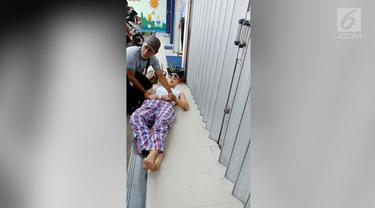 Warga Condet dihebohkan dengan pingsannya Al Ghazali dan harus ditandu dari dalam mobilnya. Menurut sang ayah, Ahmad Dhani, Al mengalami kecelakaan.