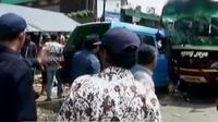 Bus Agung Jaya, rute Bekasi menuju Jonggol menabrak sebuah angkot dan tiga motor di Cileungsi. Sementara massa buruh bergerak ke Istana. (Liputan 6 SCTV)