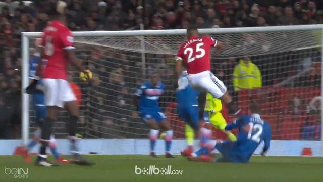 Manchester United menang 3-0 atas Stoke dalam laga lanjutan Liga Inggris di Old Trafford, Selasa (16/1) dini hari WIB. Antonio Val...