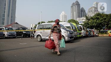 FOTO: Penumpang Travel Gelap Dipulangkan Usai Terjaring Razia