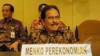Menko Bidang Perekonomian Sofyan Djalil saat tiba di Gedung Parlemen, Senayan, Jakarta, Rabu (18/02/2015). Kedatangan Sofyan untuk memberikan penjelasan kepada DPD RI terkait kenaikan harga BBM (Liputan6.com/Andrian M Tunay)