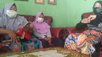 Seorang istri melaporkan suaminya, TR (19), ke Unit PPA Polres Serang Kota karena telah memukul anaknya sendiri yang baru berusia 2 bulan. (Liputan6.com/ Yandhi Deslatama)
