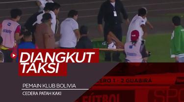 Berita video momen pemain Bolivia, Mario Cuellar, yang cedera patah kaki diangkut pakai taksi ke rumah sakit setelah sopir ambulans menghilang.