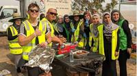 Kelompok Berhijab Membantu Korban dan Petugas Kebakaran Australia. (dok.Instagram @australianislamiccentre/https://www.instagram.com/p/B64R4TOj1ns/Henry)