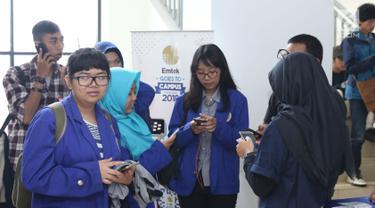 Mahasiswa berbagai kampus bersiap mengikuti Workshop Session Emtek Goes to Campus 2018 di Gedung 2 Universitas Padjajdaran, Bandung, Selasa (4/12). Sesi workshop diisi sejumlah materi termasuk jurnalistik media on line. (Liputan6.com/Helmi Fithriansyah)