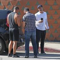 Brad Pitt mengalami kecelakaan mobil beruntun. (Daily Mail)