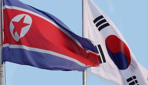 Bendera Korea Utara dan Korea Selatan berkibar berdampingan - AFP