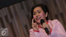 Harsiwi Ahmad memberikan paparan saat jumpa pres HUT Indosiar ke 21 di Jakarta, Kamis (7/1/2016). Sederet artis seperti Agnes Monica, Noah, Slank, Syahrini, Geisha akan memeriahkan HUT Indosiar ke 21. (Liputan6.com/Herman Zakharia)