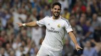6. Pelatih baru Real Madrid, Zinedine Zidane, lebih menyukai gaya bermain Isco daripada Gareth Bale. Gelandang asal Spanyol yang dibeli Los Blancos dari Malaga itu merupakan rekomendasi dari Zizou. (AFP/Dani Pozo)