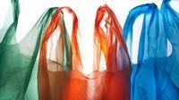 Setiap satu menit, penduduk Indonesia menggunakan lebih dari satu juta kantong plastik.