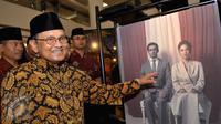 Mantan Presiden Indonesia, BJ Habibie saat menghadiri perayaan 10 tahun Reza Rahazian berkarya di dunia film di Plaza Indonesia, Jakarta, Rabu (3/9/2015). Acara tersebut bertajuk 10 Years Personal Journey of Reza Rahadian. (Liputan6.com/Faisal R Syam)
