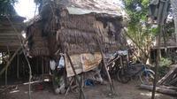 Rumah Sulaiman-Nuryati yang juga merupakan kandang ayam di Kabupaten Ogan Ilir Sumatera Selatan (Sumsel) (Liputan6.com / Nefri Inge)