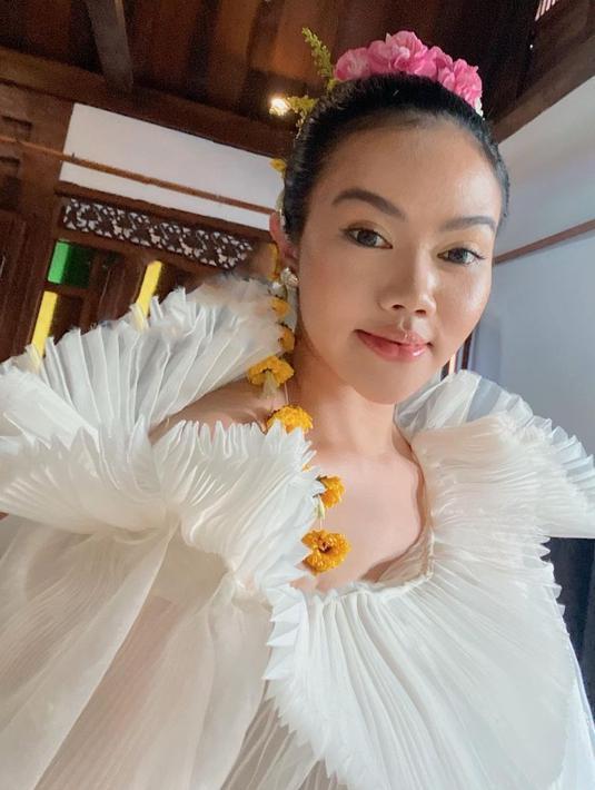 Yura Yunita, dalam rangka menyambut datangnya bulan Ramadan merilis single terbarunya yang berjudul Tenang. Ternyata bait demi bait di dalamnya memiliki pesan tersendiri. (Instagram/yurayunita)