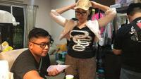 Diciduk polisi, Lucinta Luna tampil no makeup dan tak pakai wig. (Sumber: Kapanlagi)