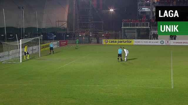 Berita video mengenai penalti yang harus diulang 2 kali pada pertandingan laga Rumania.