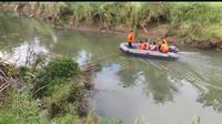 Pencarian tim SAR terhadap Andri (30) korban gigitan buaya di Sungai Lasalimu, Buton Selatan, Senin (5/8/2019).(Liputan6.com/Ahmad Akbar Fua)