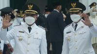 Bupati dan Wakil Bupati Bandung terpilih pada Pilkada 2020, Dadang Supriatna dan Sahrul Gunawan dilantik oleh Gubernur Jabar Ridwan Kamil di Gedung Sate, Kota Bandung, Senin (26/4/2021). (Liputan6.com/Huyogo Simbolon)