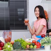Mengonsumsi jus tanpa gula atau pemanis./Copyright shutterstock.com
