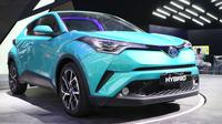 Toyota C-HR hybrid hadir di GIIAS 2017. (Herdi Muhardi)