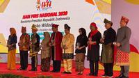 Enam bupati menerima Anugerah Kebudayaan 2020 saat Hari Pers Nasional di Banjarmasih, Kalimantan Selatan,Sabtu (8/2/2020). (Istimewa)