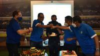 Manajemen Persib Bandung menggelar acara perayaan sederhana HUT ke-88 klub, Minggu (14/3/2021). (Foto: MO Persib)