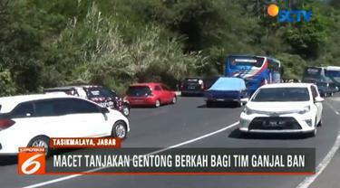 Kemacetan arus balik Lebaran di Tanjakan Gentong, Jawa Barat, bawa berkah bagi pengganjal ban dan montir panggilan.