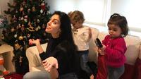 Hal ini juga dirasakan Georgina Rodriguez, kekasih Cristiano yang telah resmi menyandang status sebagai ibu. Kebahagiaan sangat dirasakan Georgina saat mengurus buah hatinya sendiri. (Instagram/georginagio)
