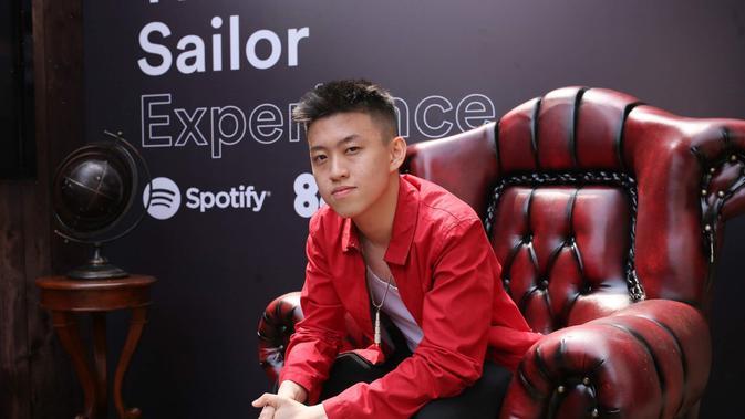 Rich Brian dalam pameran The Sailor Experience di Pangeran Antasari, Jakarta Selatan, Rabu (7/8/2019). (Maverick/Spotify)