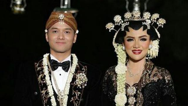 Ayunya Vicky Shu Dalam Balutan Busana Pengantin Jawa Fashion