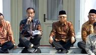 Cara duduk Jokowi dengan menyilangkan kaki dinilai unik. (Foto: Video Sports Unisda.com)
