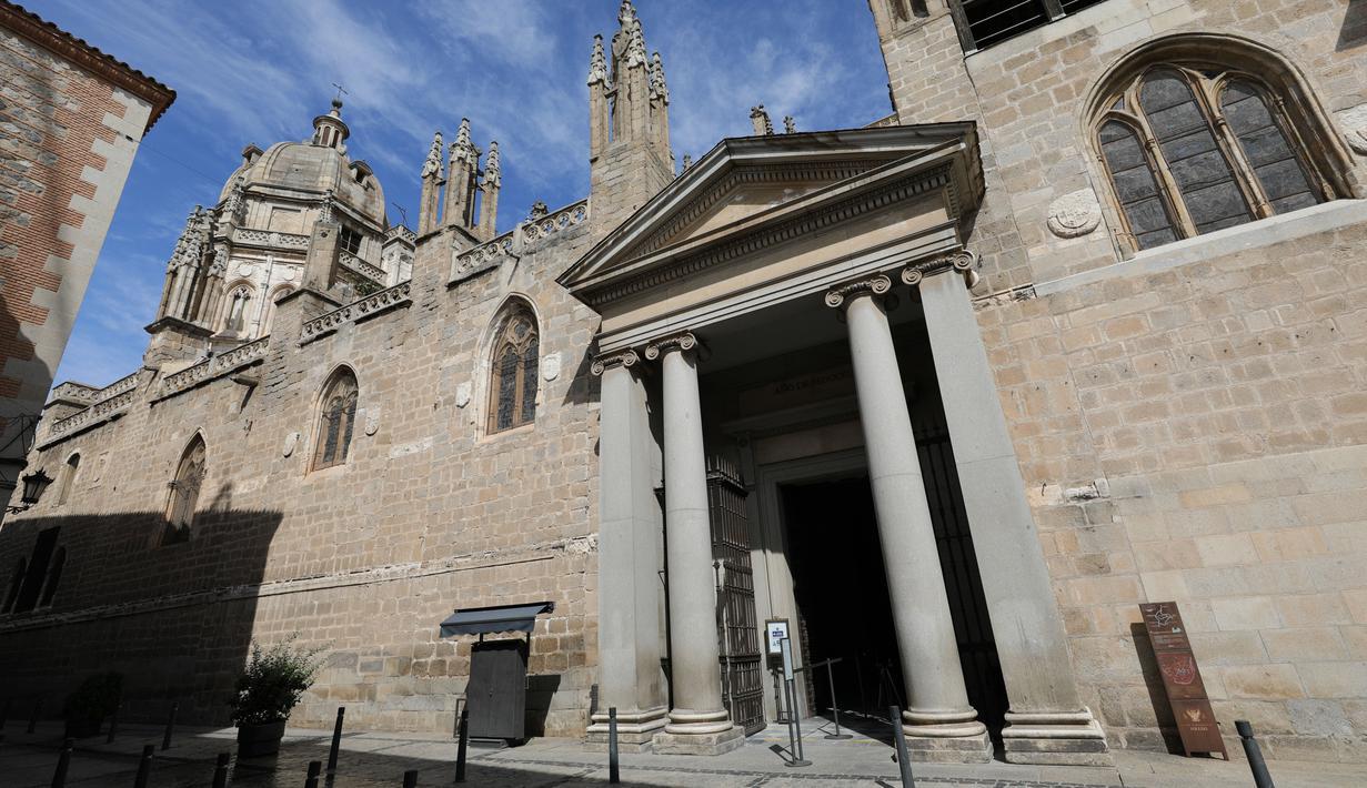 Foto yang diabadikan pada 22 September 2020 ini memperlihatkan ruang kosong di luar sebuah gereja di kota tua Toledo, Spanyol. Pariwisata di Toledo terdampak keras oleh pandemi COVID-19. (Xinhua/Meng Dingbo)