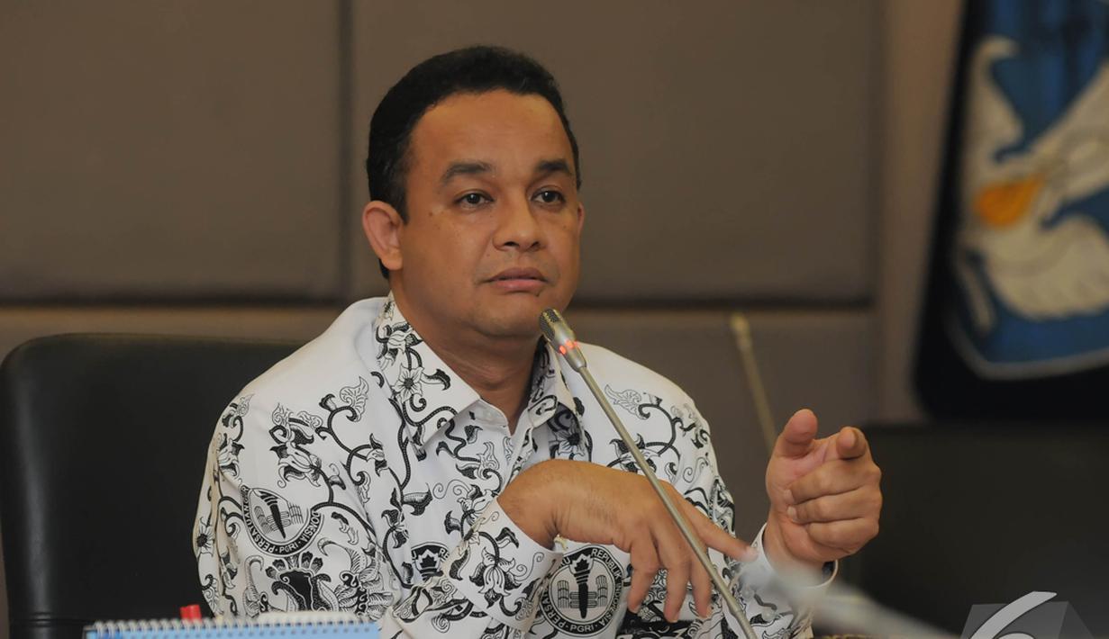 Menteri Pendidikan dan Kebudayaan, Anies Baswedan saat konferensi pers, Jakarta, Senin (24/11/2014). (Liputan6.com/Herman Zakharia)