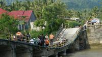 Ilustrasi jembatan ambruk di Solok Selatan. (Liputan6.com/ Novia Harlina)