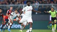 Gelandang AC Milan, Franck Kessie ketika mengeksekusi penalti ke gawang Genoa di Stadion Luigi Ferraris, dalam laga pekan ketujuh Serie A (Foto: AC Milan)