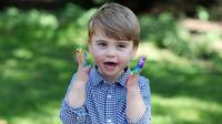 Ekspresi Louis saat merayakan ulang tahunnya yang ke-2 di Inggris ( 22/4/2020). Pangeran Louis Arthur Charles of Cambridge lahir pada 23 April 2018 di RS St Mary.  (The Duchess of Cambridge / Kensington Palace via AP)