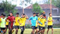 Skuat Arema berlatih jelang babak 8 besar Piala Presiden 2017. (Liputan6.com / Rana Adwa)
