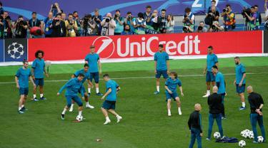 Real Madrid Jajal Rumput Lapangan Stadion NSC Olimpiyskiy