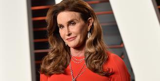 Caitlyn Jenner terlibat dalam keelakaan mobil yang fatal pada Februari 2015. Pengendara mobil lain pun meninggal dan 7 lainnya luka-luka. Caitlyn sendiri tak mengalami luka serius. (Bravo TV)