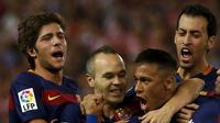 Pemain Barcelona rayakan gol Neymar (Reuters)