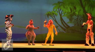 Pertunjukan drama musikal Madagascar Live! di ICE BSD, Serpong, Tangerang (5/5). Pertunjukkan ini menghadirkan cerita persahabatan yang dibawakan oleh tokoh para hewan dari kebun binatang. (Liputan6.com/Herman Zakharia)